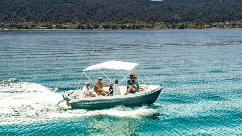 Rent a boat in Halkidiki from Vourvourou