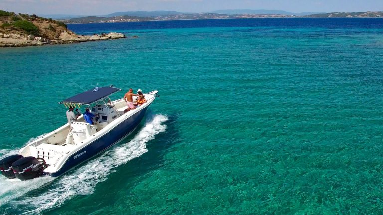 Rent a boat in HalkRent a boat in Halkidiki from Vourvourouidiki from Vourvourou