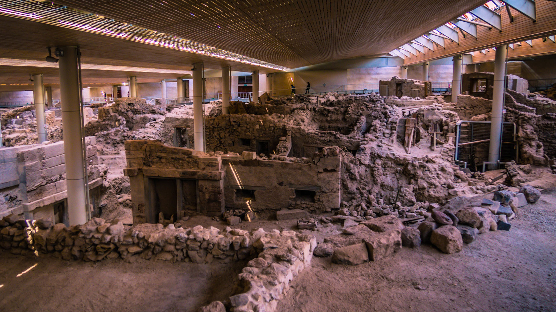 Archaeological Bus Tour to Akrotiri Excavations and the Red Beach