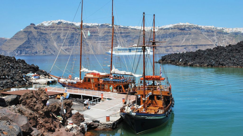 Santorini Caldera and Oia Sunset Cruise