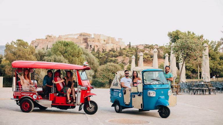 Sightseeing Tour of Historical Athens on Tuk Tuk