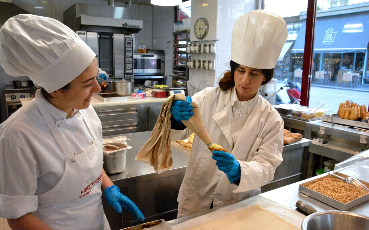Experiential employee rewards cooking class