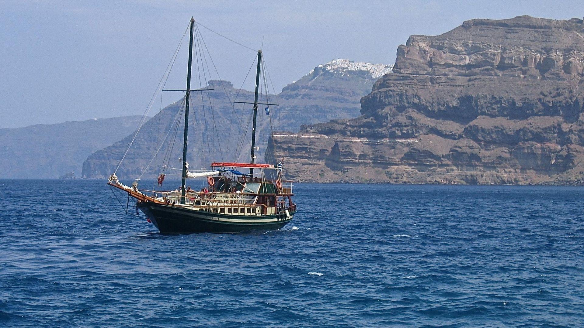 Best Santorini boat trips & Santorini cruises 2020 - Boat