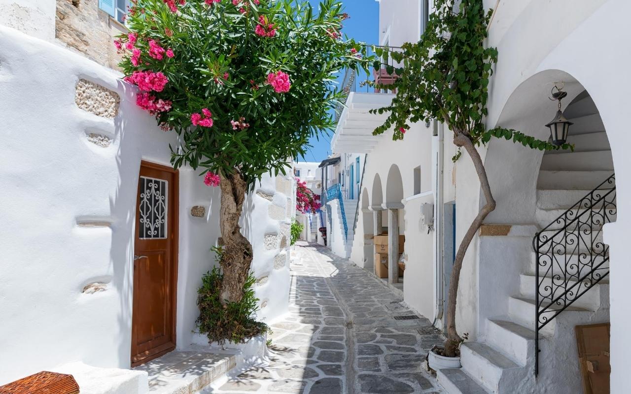 10 days Greece itinerary Santorini caldera