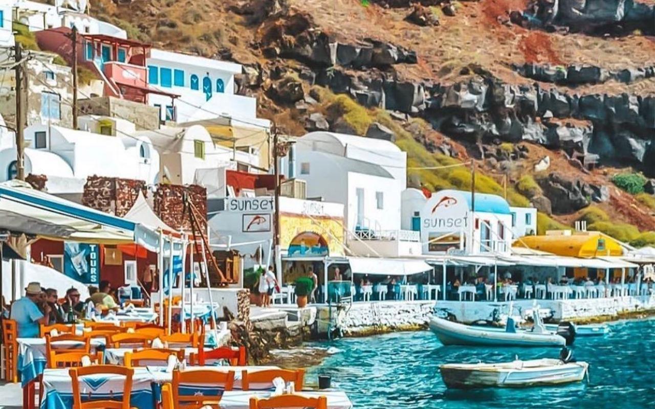 10 days Greece itinerary Santorini Ammoudi bay