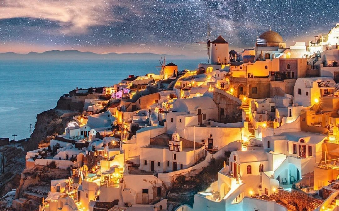 10 days Greece itinerary Santorini nightlife