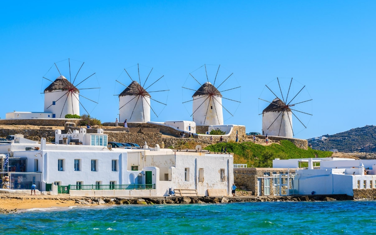 10 days Greece itinerary Mykonos town
