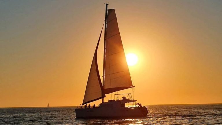 Small-Group Santorini Sailing Tour on a Luxury Yacht
