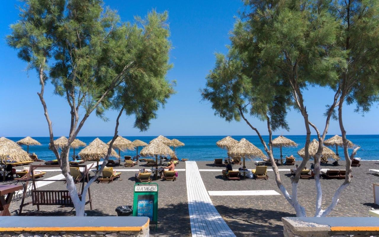 10 Best Things to do in Santorini Perivolos beach