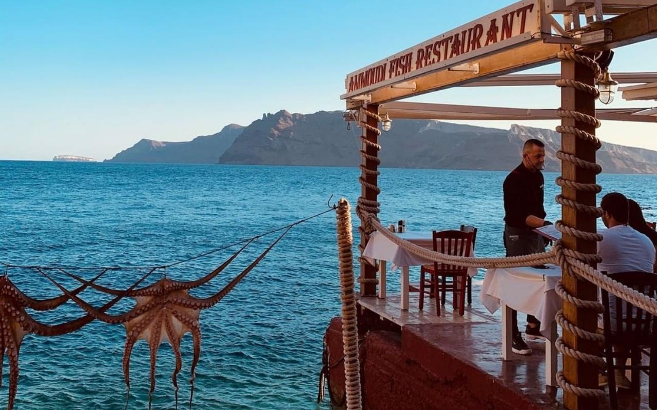 10 Best Things to do in Santorini best restaurant in Santorini 2