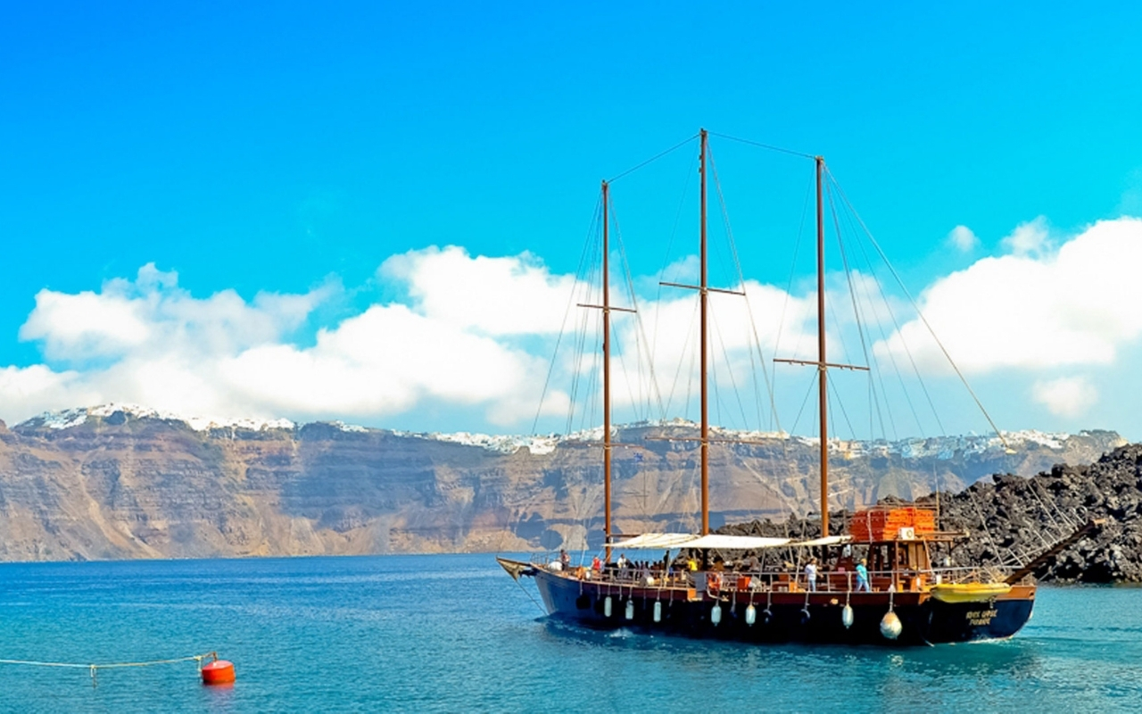 10 Best Things to do in Santorini boat cruise