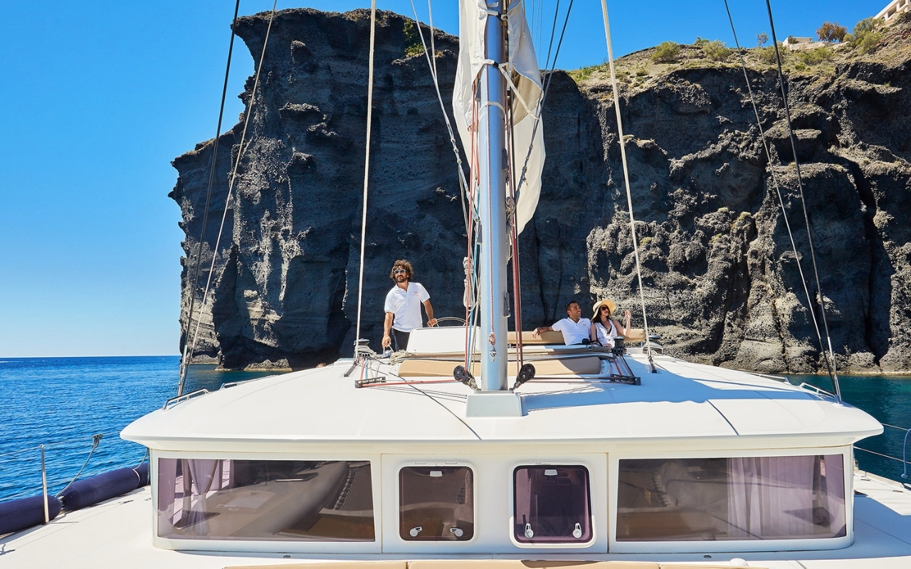 10 Best Things to do in Santorini catamaran cruise