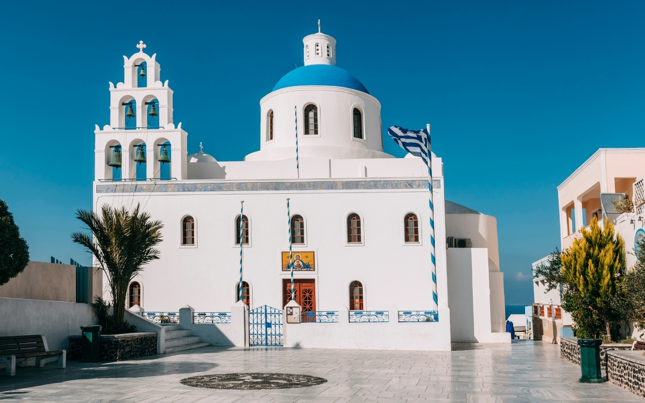 10 Best Things to do in Santorini churches