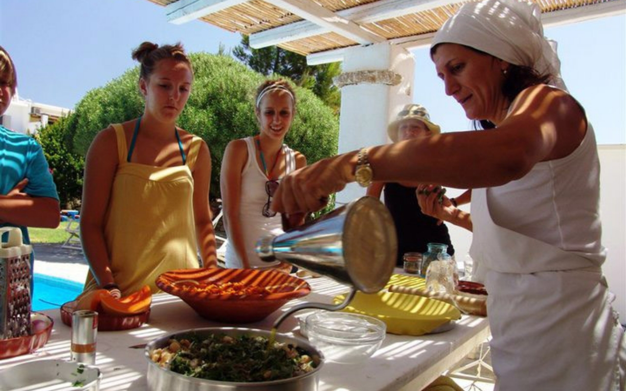 10 Best Things to do in Santorini cooking class