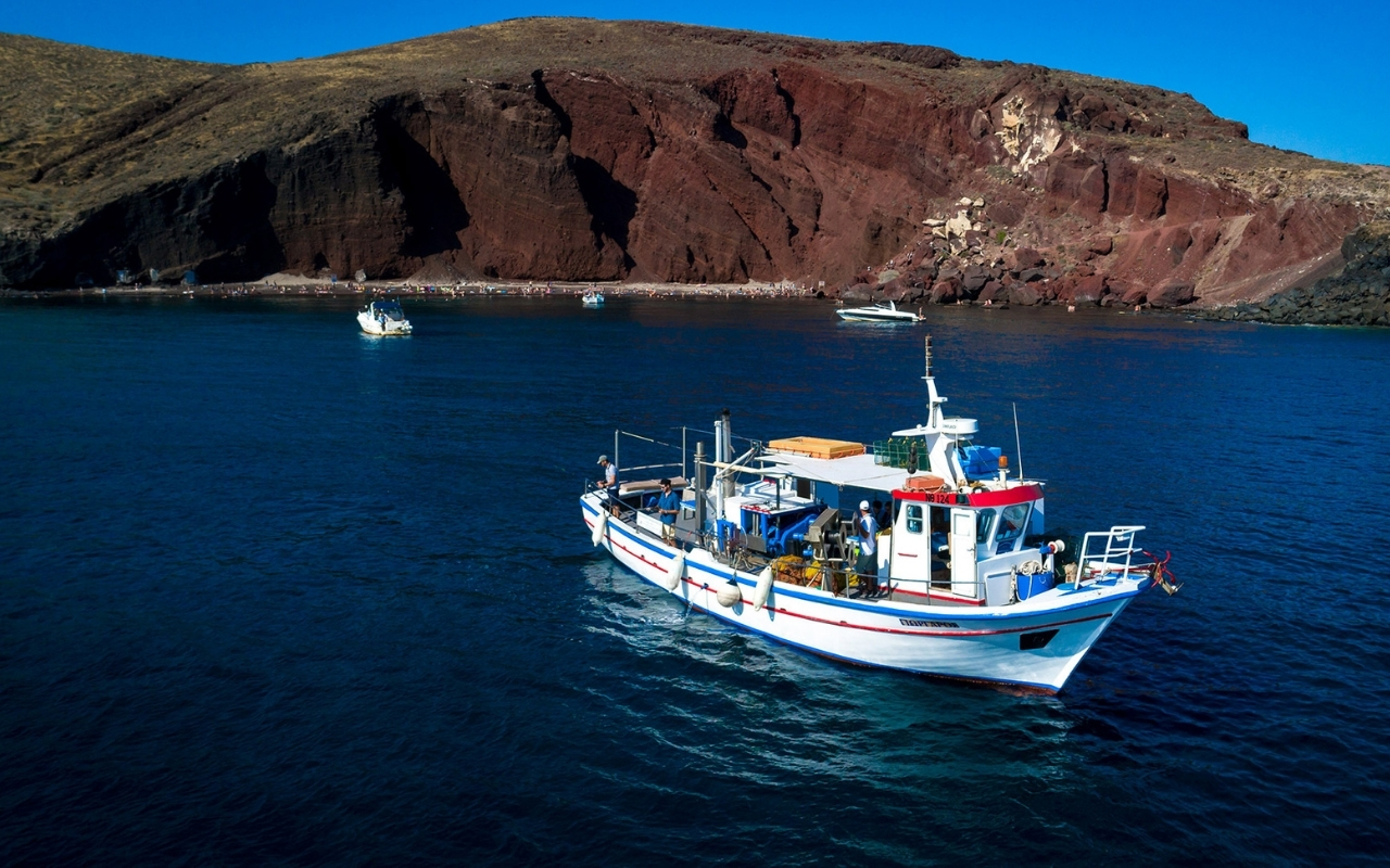 10 Best Things to do in Santorini fishing tour