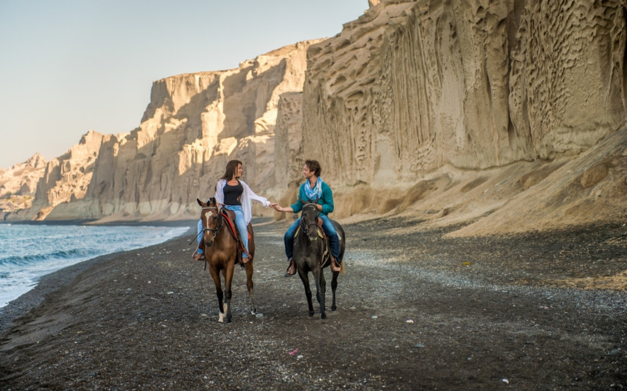 10 Best Things to do in Santorini horse riding beach