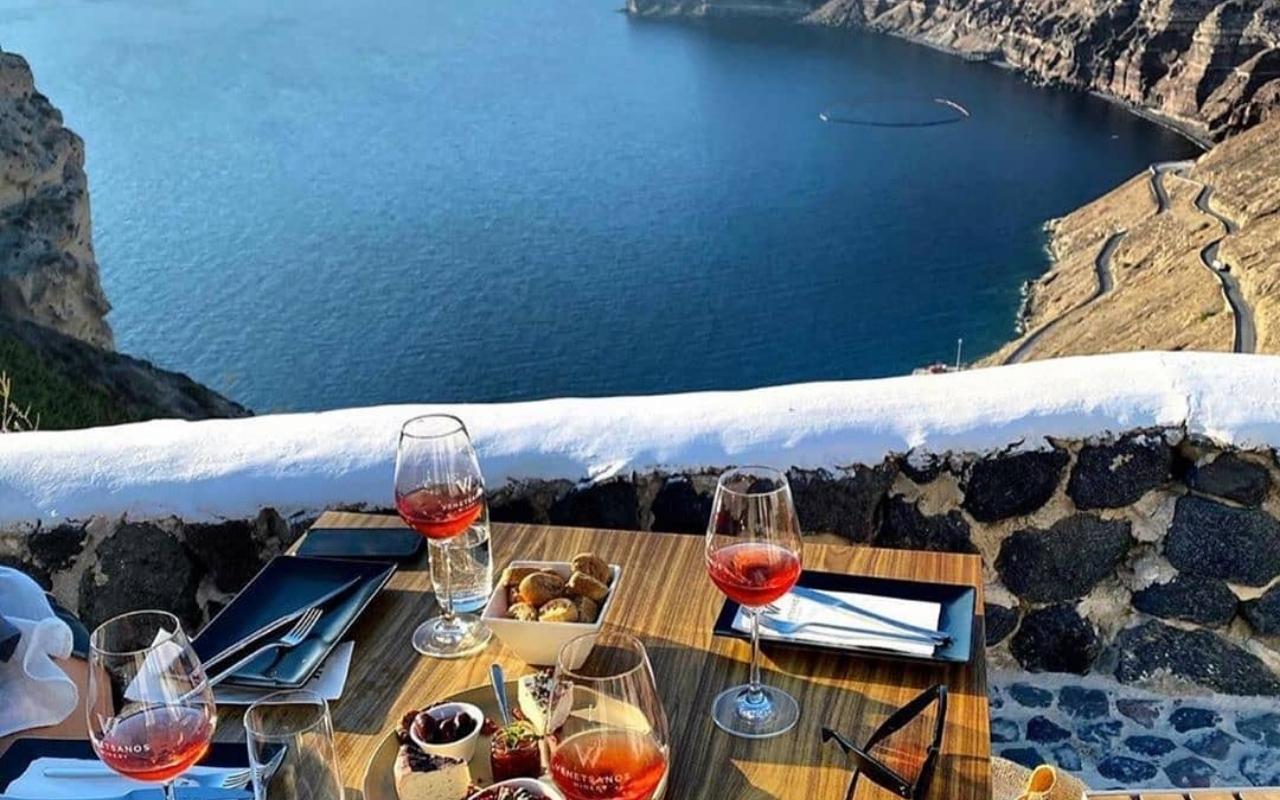 10 Best Things to do in Santorini wine tasting