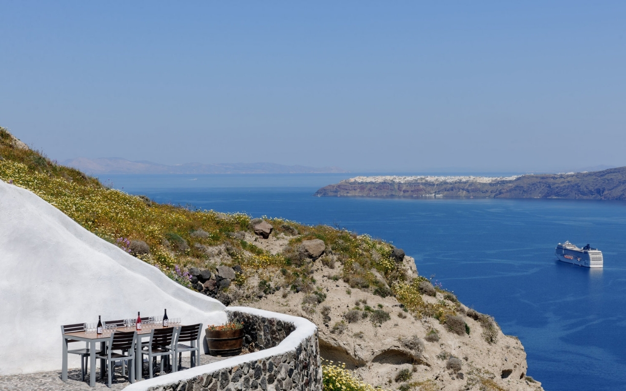 10 Best Things to do in Santorini winery and wine tours (2)