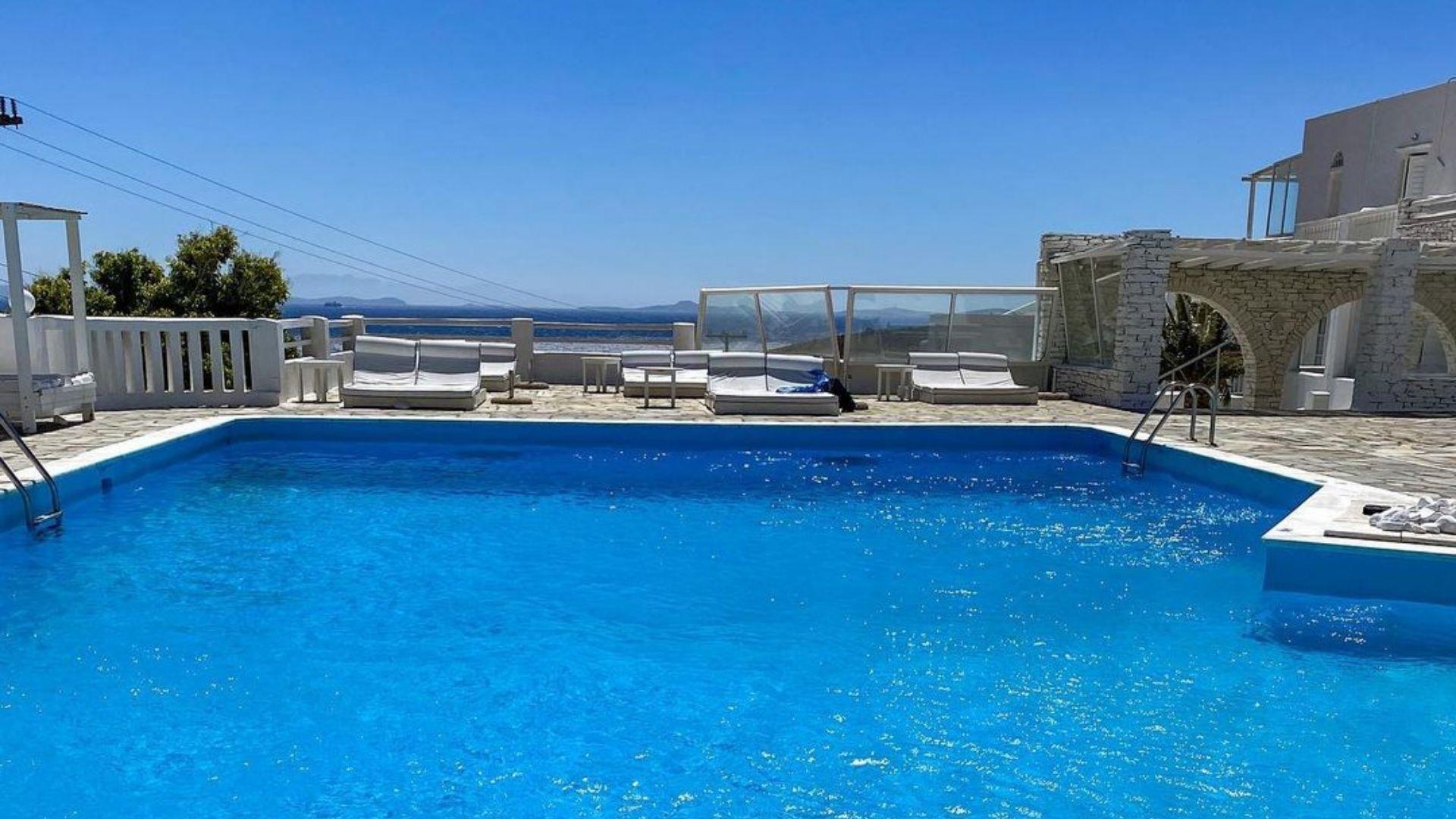Mr & Mrs White hotel in Tinos