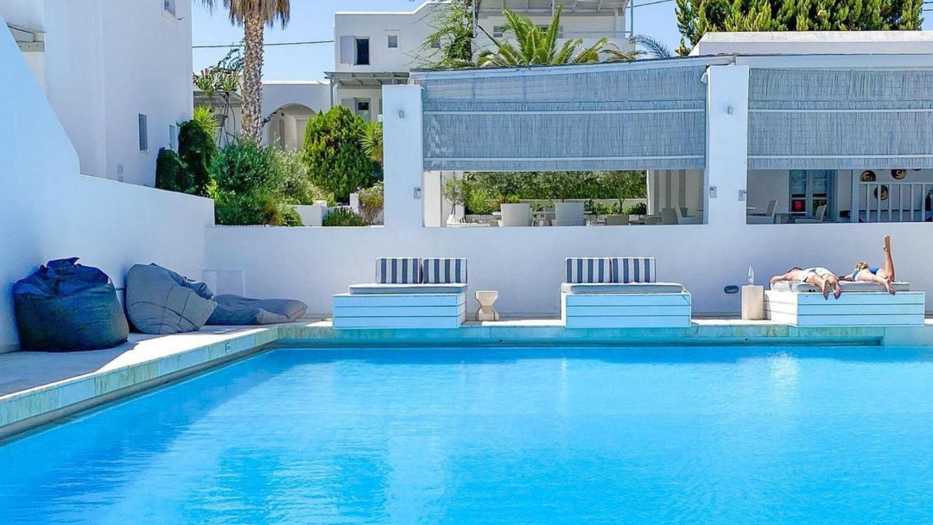 Mr and Mrs White hotels in Paros in Paros