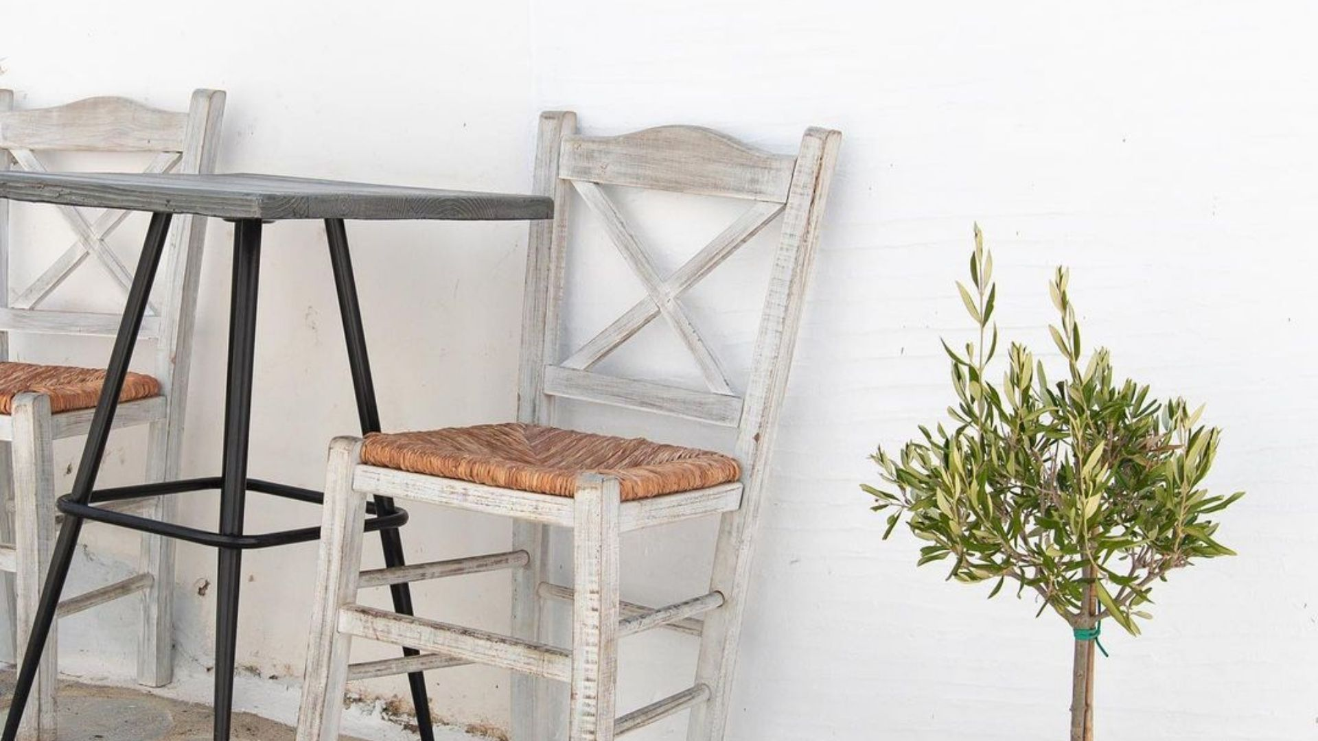 Cuta table with chair in Tinos