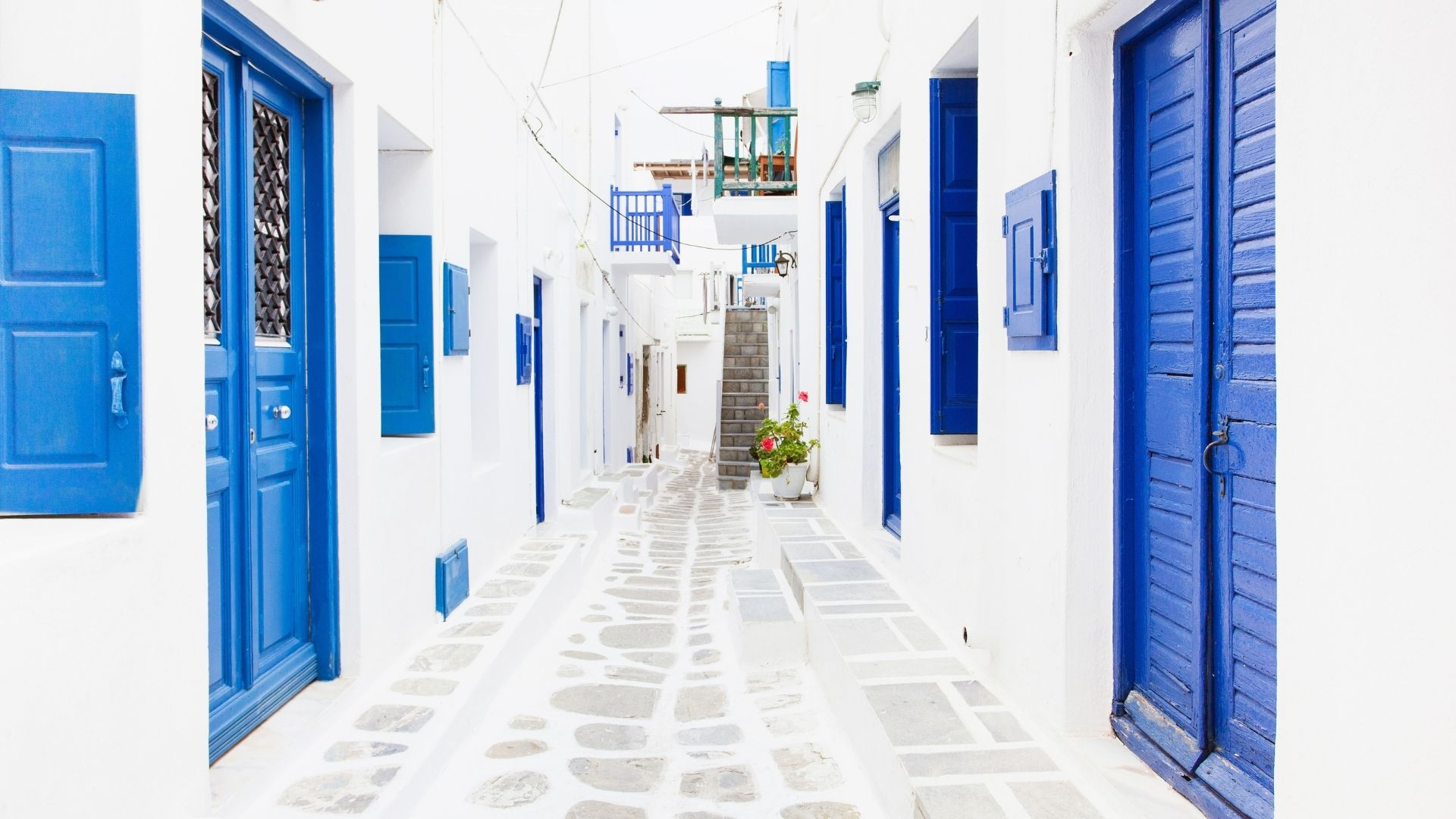 The vibrant streets of Mykonos