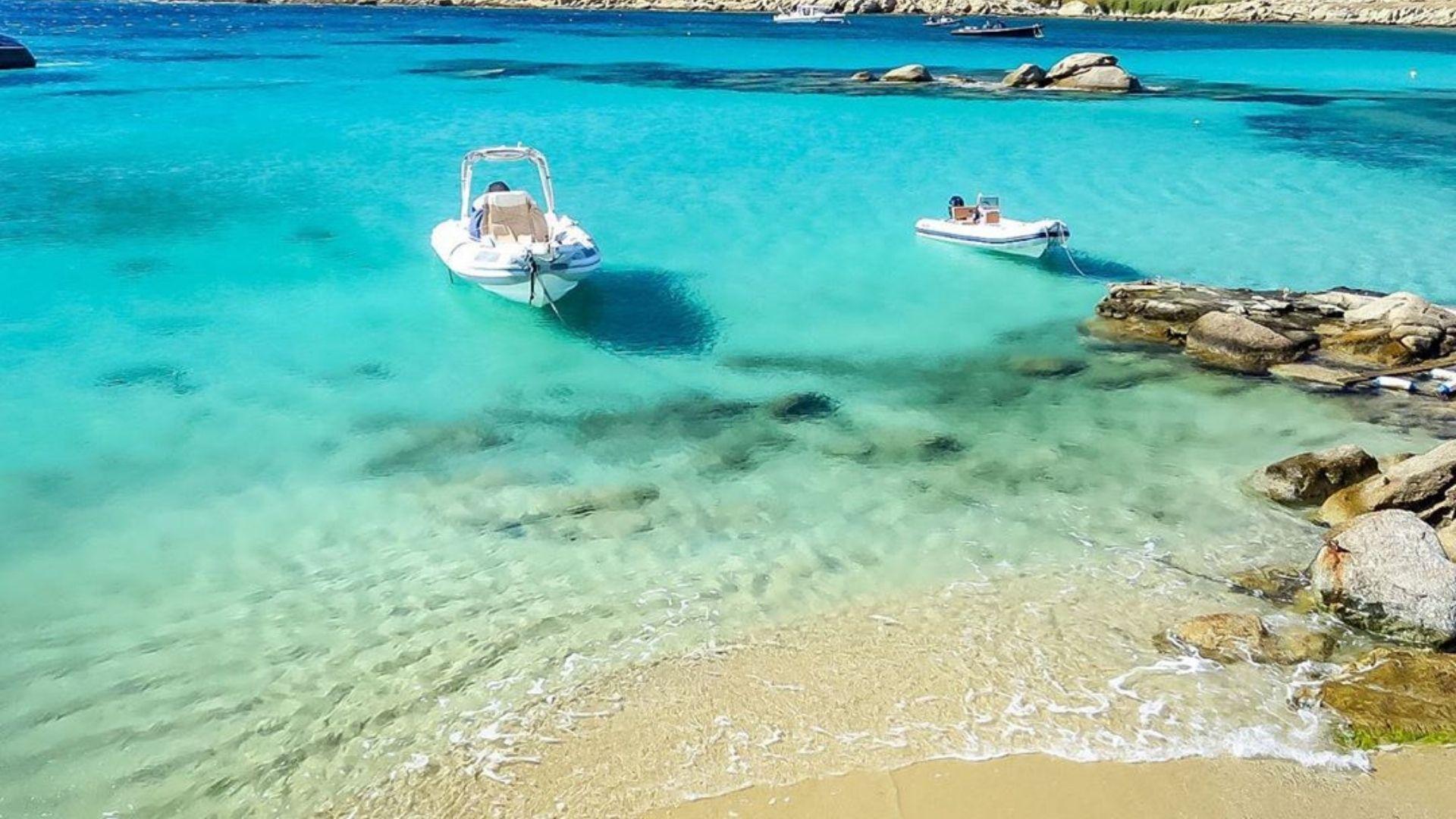 The gorgeous Paraga beach