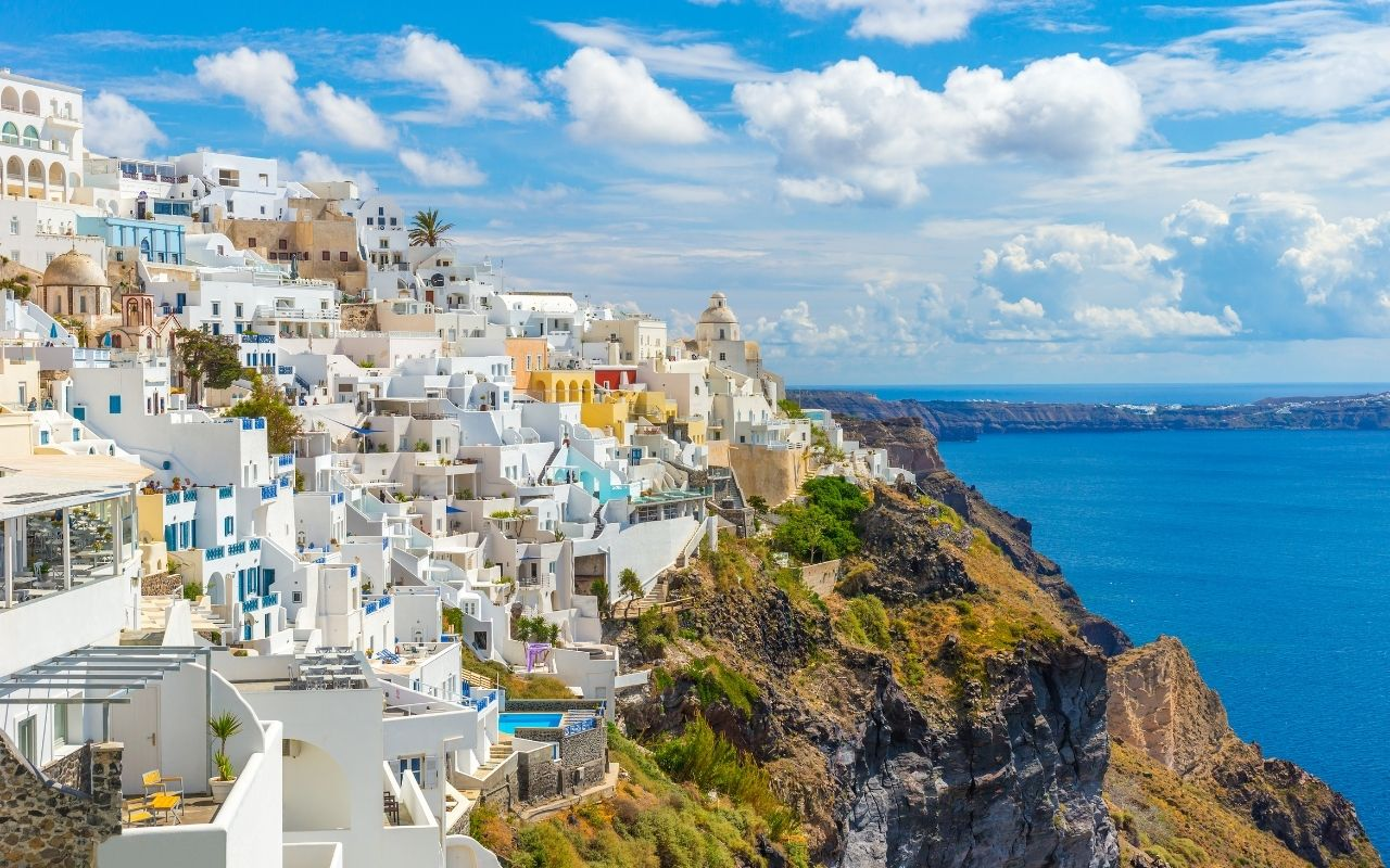 The picturesque town of Fira