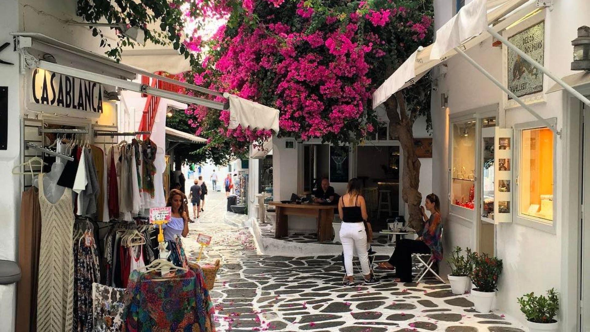 The cosmopolitan Matoyianni street